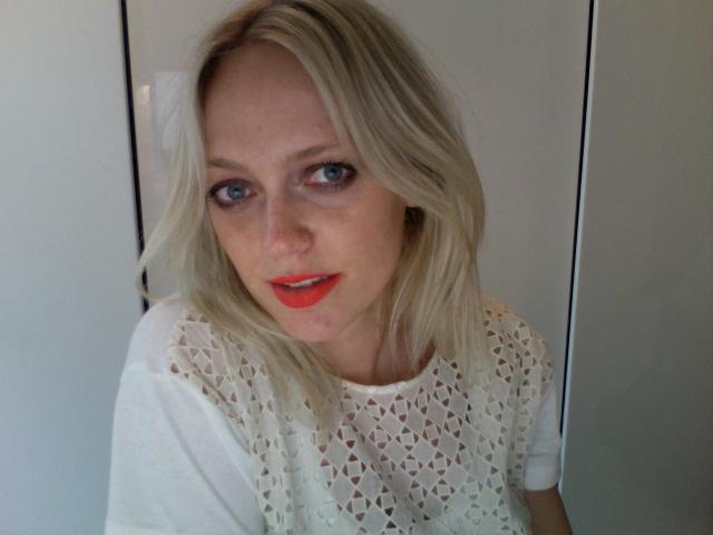 Photobooth: Orange lips and taupe eyes