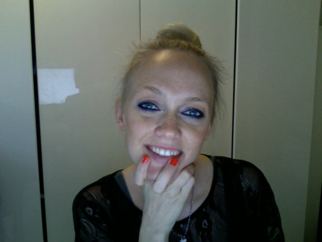 Photobooth: Electric Blue Eyeliner