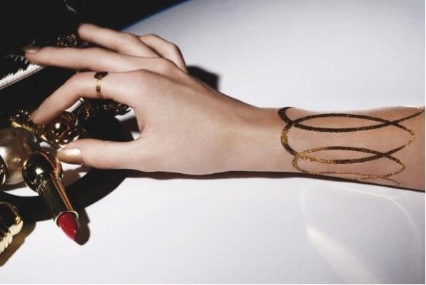 Guld Tattoos fra Dior