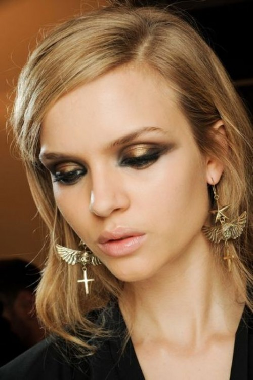 stunning-metallic-eye-makeup-ideas-for-daring-christmas-and-winter-brides-15-500x749