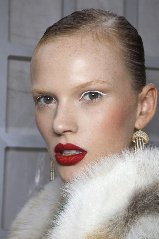 matte-red-lipstick-youblush