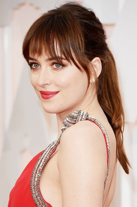 oscars-2015-beauty-dakota-johnson-w540