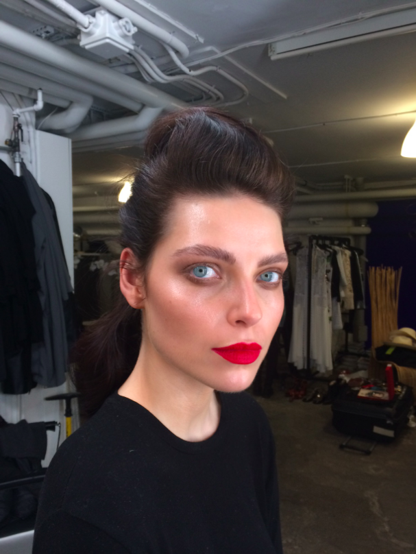 backstage-editorial-elle-denmark-youblush-sara-rostrup-makeupartist