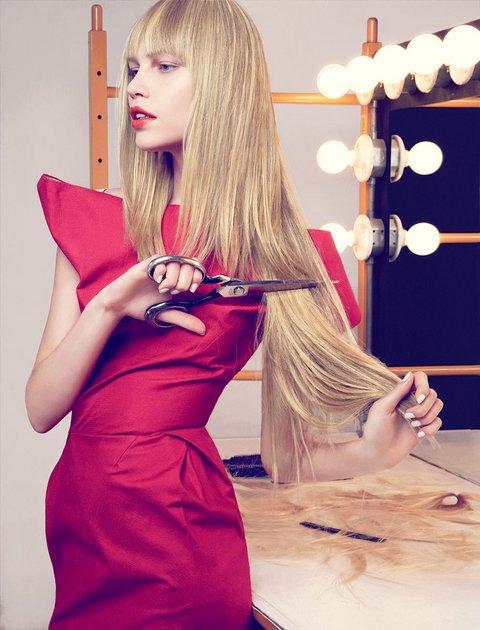 holding-jimo-salako-haircut