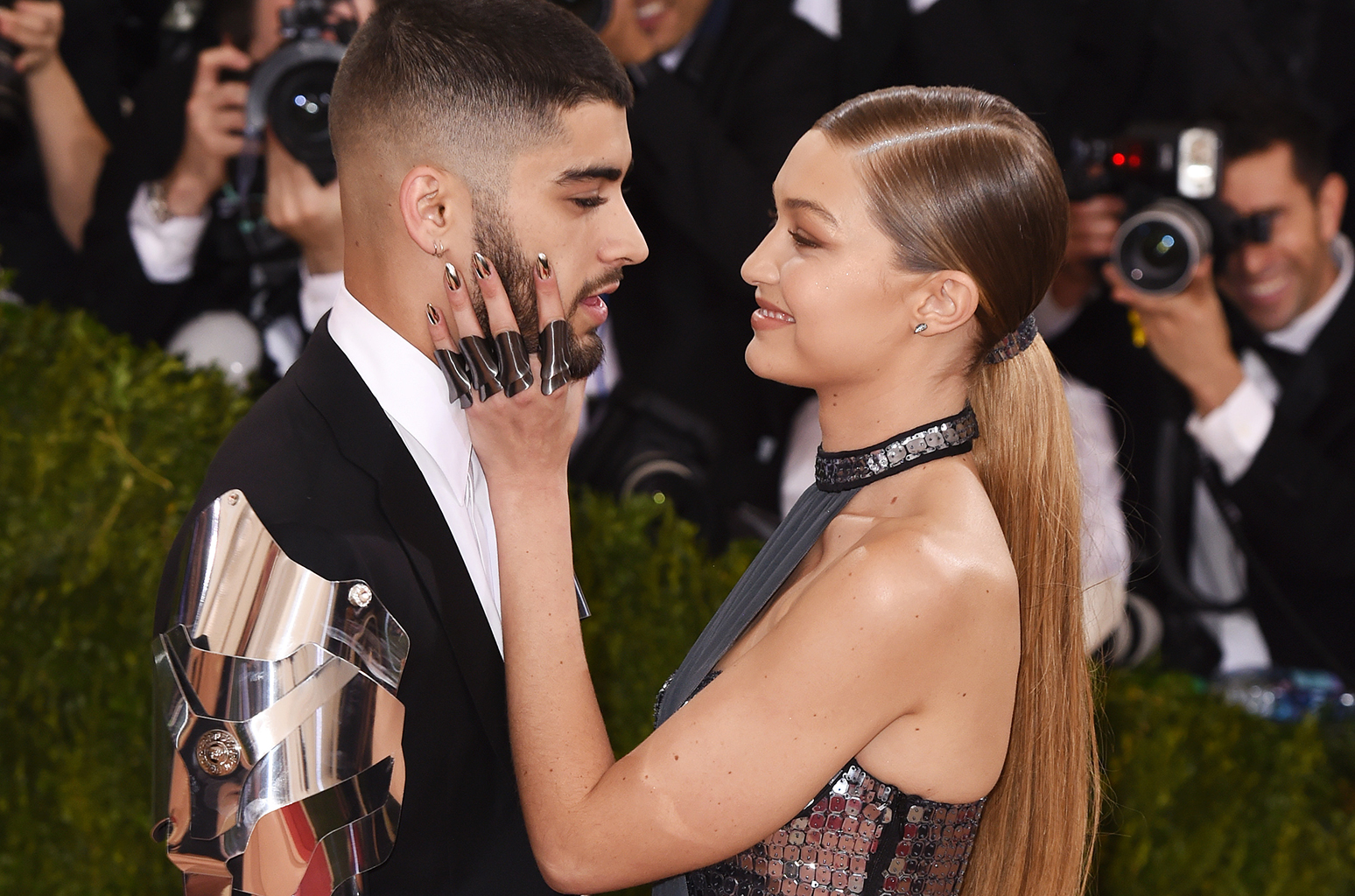 02-Zayn-Malik-and-Gigi-Hadid-Costume-Institute-Gala-Met-gala-2016-billboard-650-1548