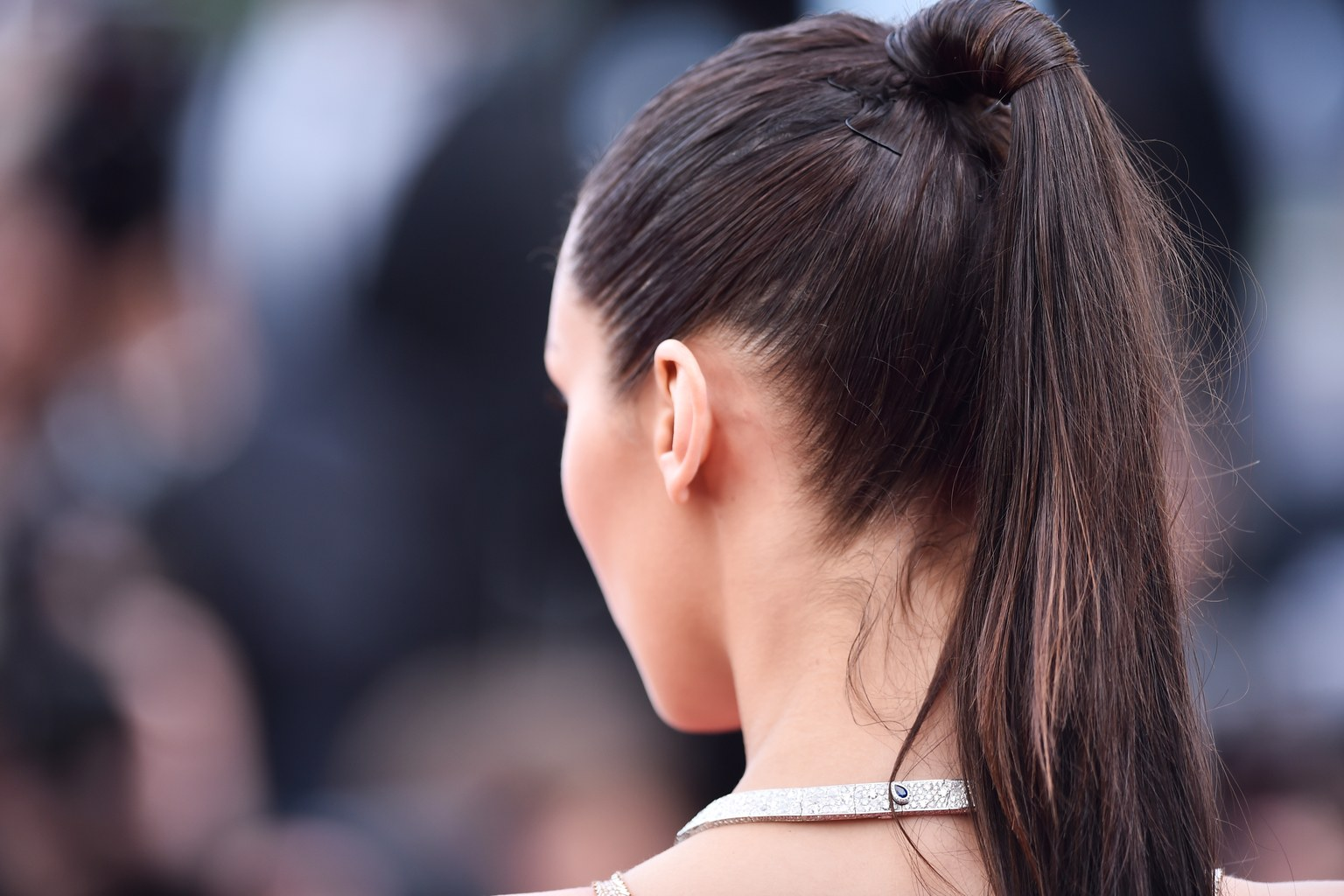 bella-hadid-ponytail-cannes