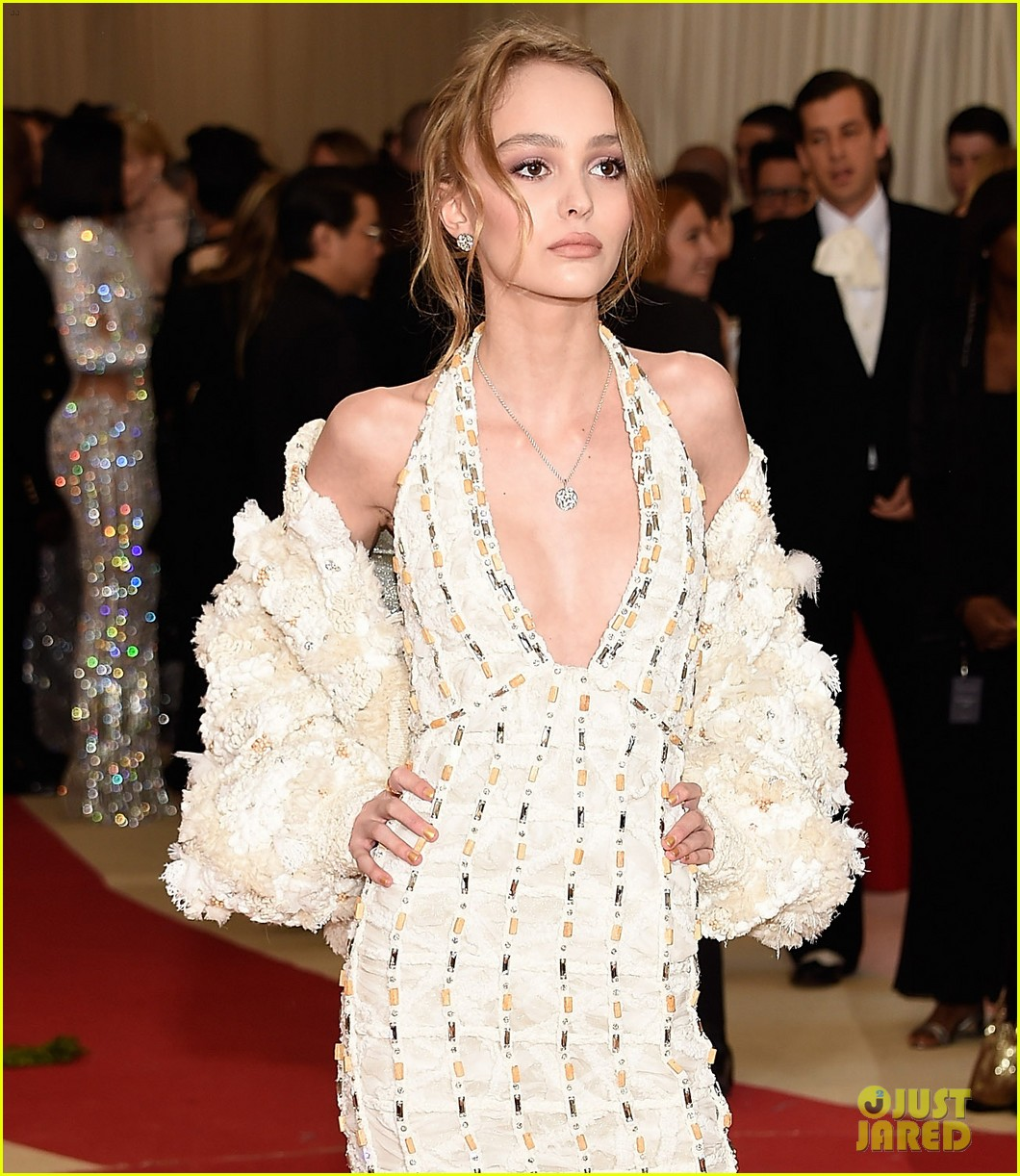 lily-rose-depp-makes-her-met-gala-red-carpet-debut-03