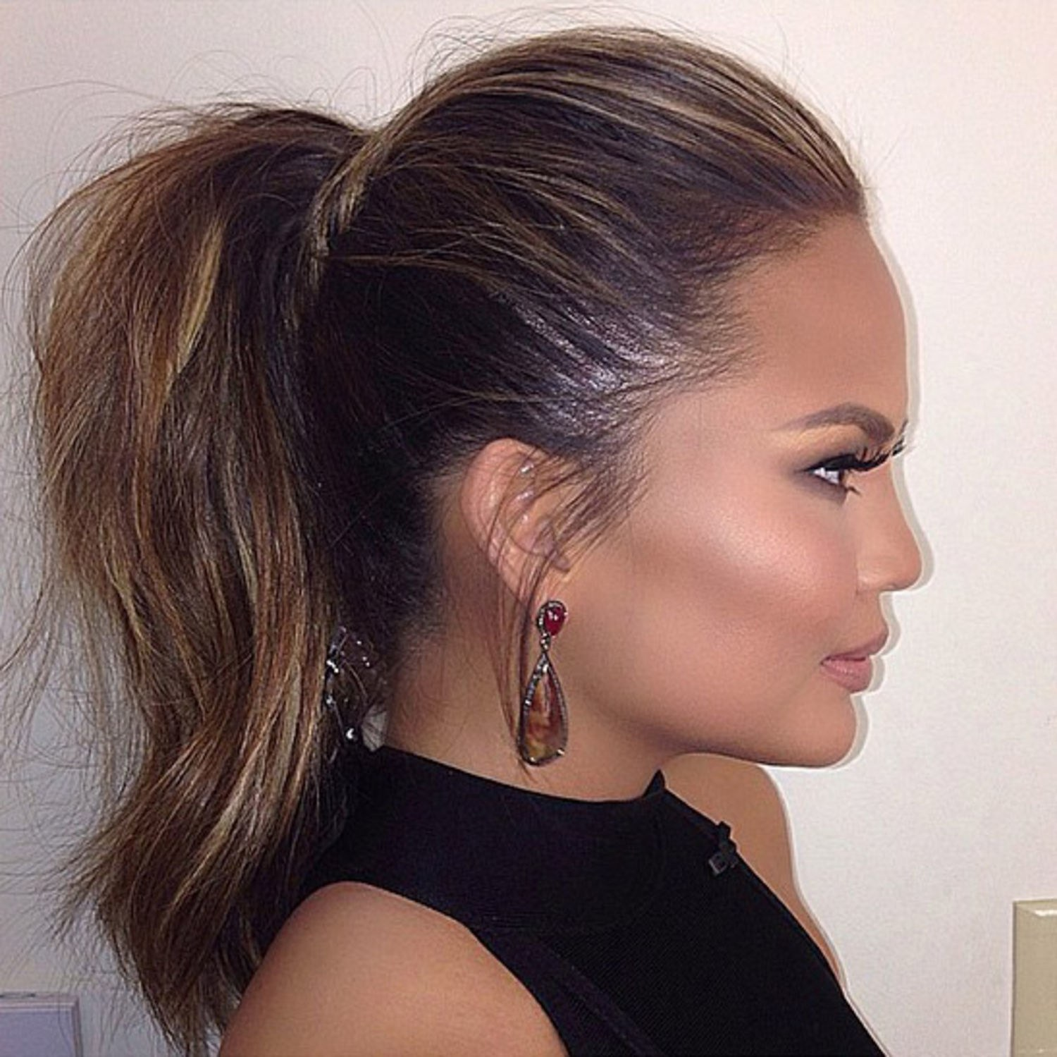 beauty-2015-06-chrissy-teigen-ponytail-jen-atkin-main