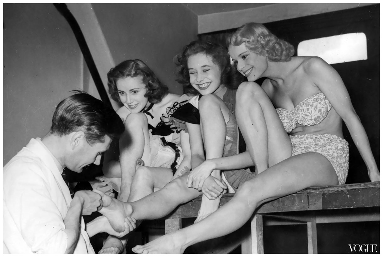 dancers-pedicure-vogue-1950