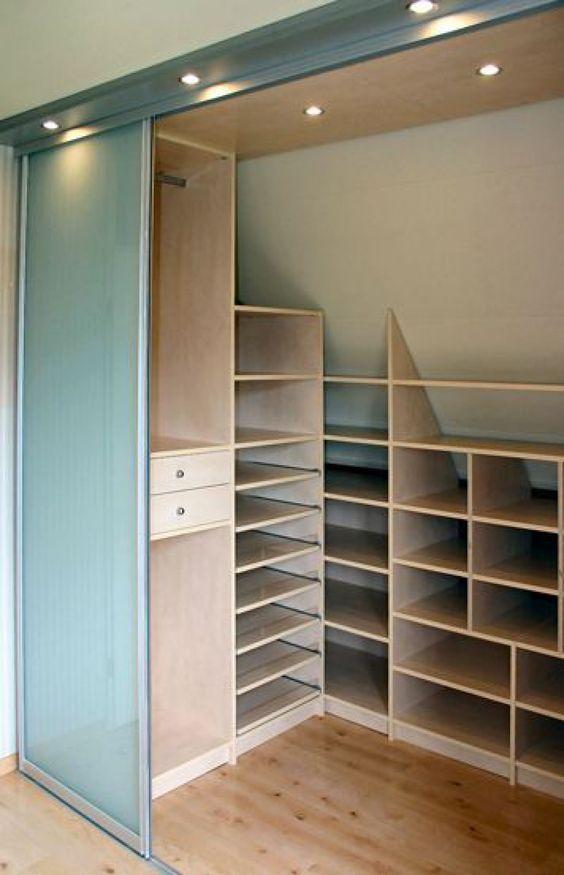 walk up attic ideas - Interiør Garderobeskabe i skråvæg YouBlush